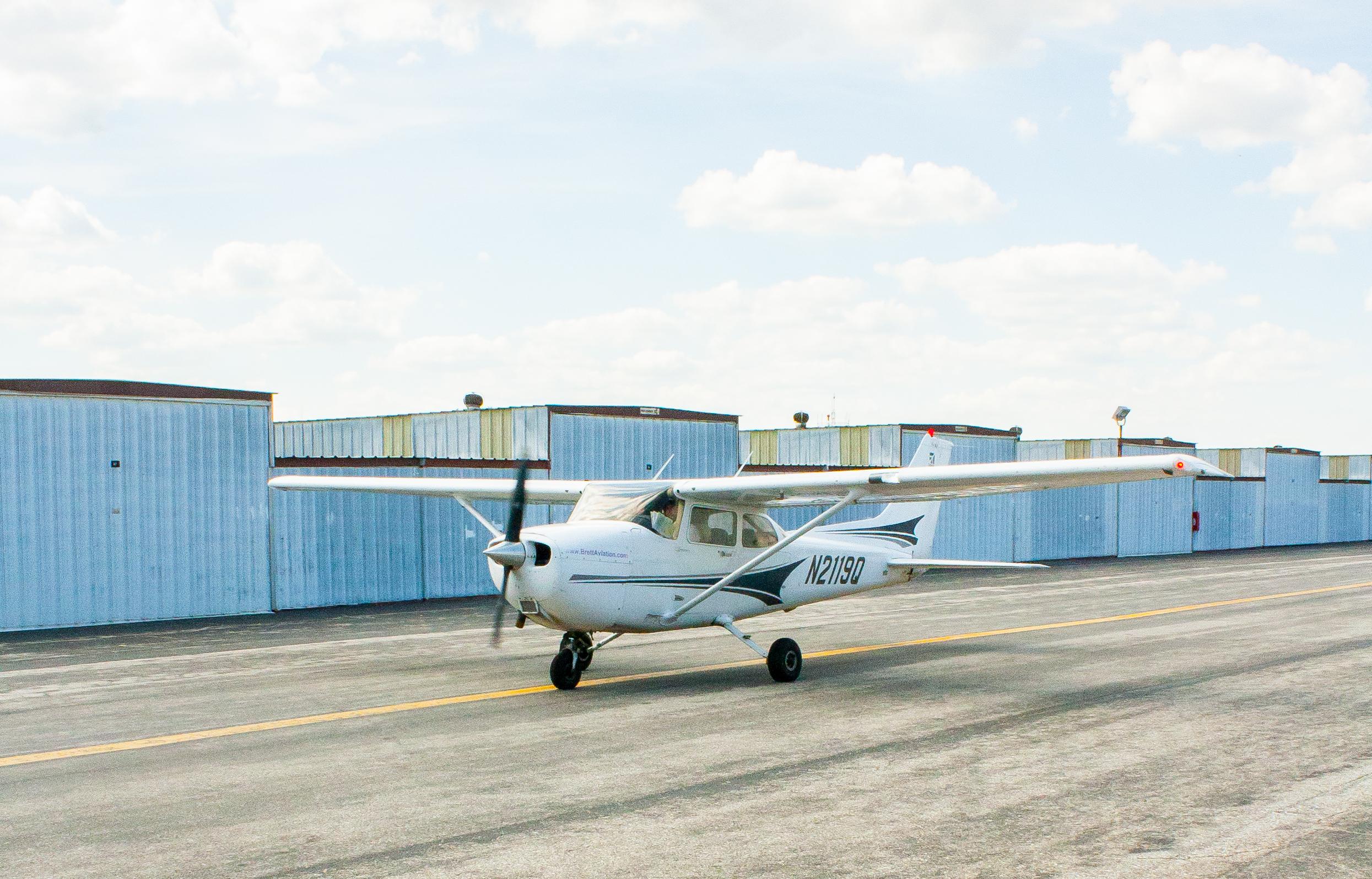 N2119q Cessna 172sp Brett Aviation